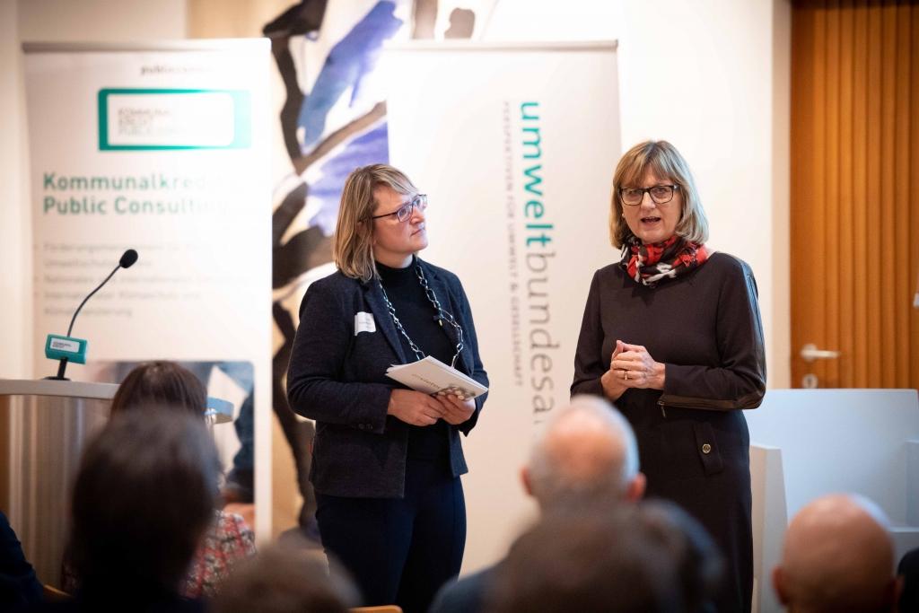 envietech 2019 - Nachhaltigkeitsministerin Maria Patek diskutierte bei der Fachveranstaltung envietech 2019 über innovative Finanzierungsmodelle im Umweltschutz - Bildrechte BMNT/Paul Gruber